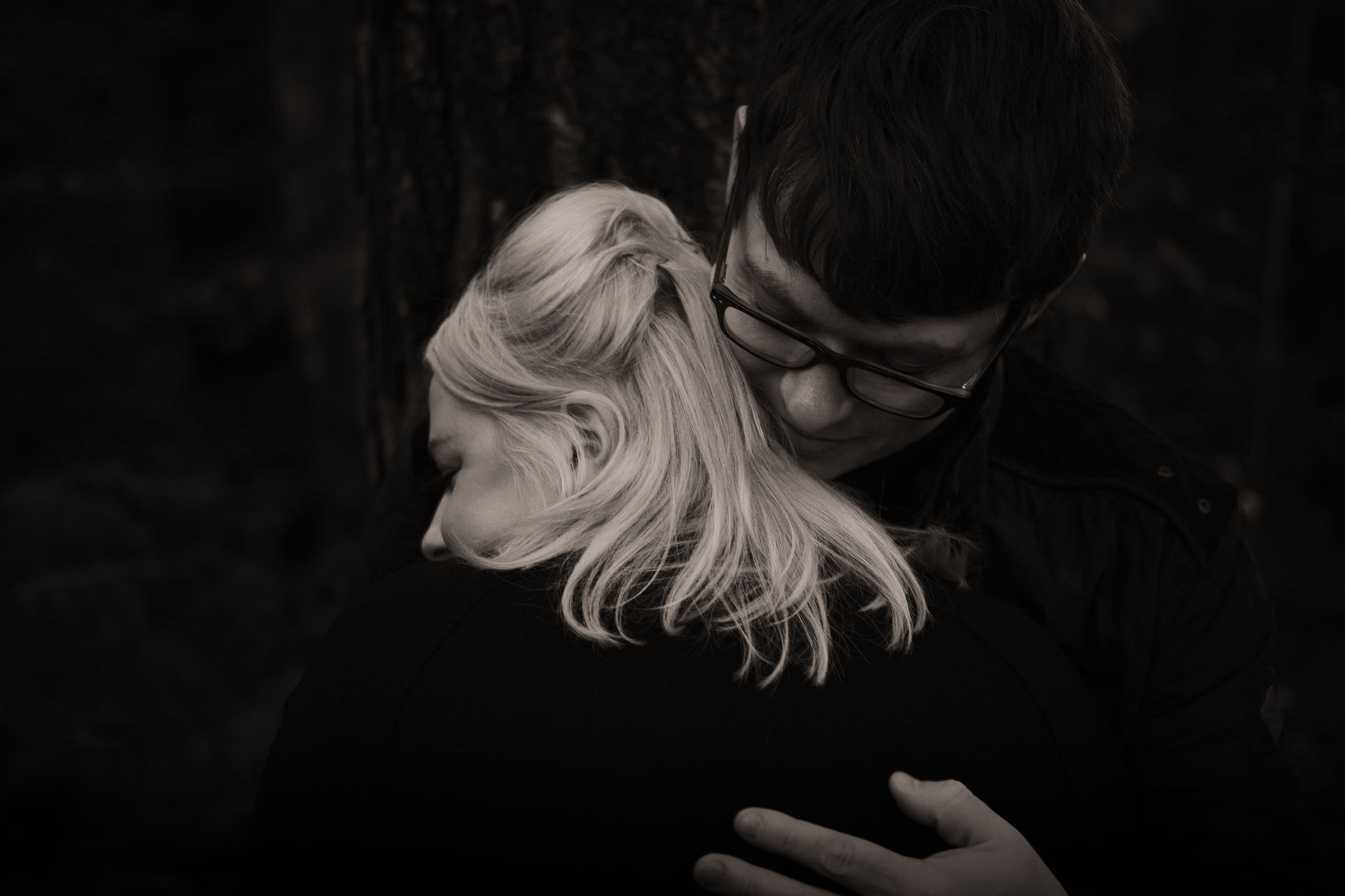 Intimate black and white photo of couple hugging