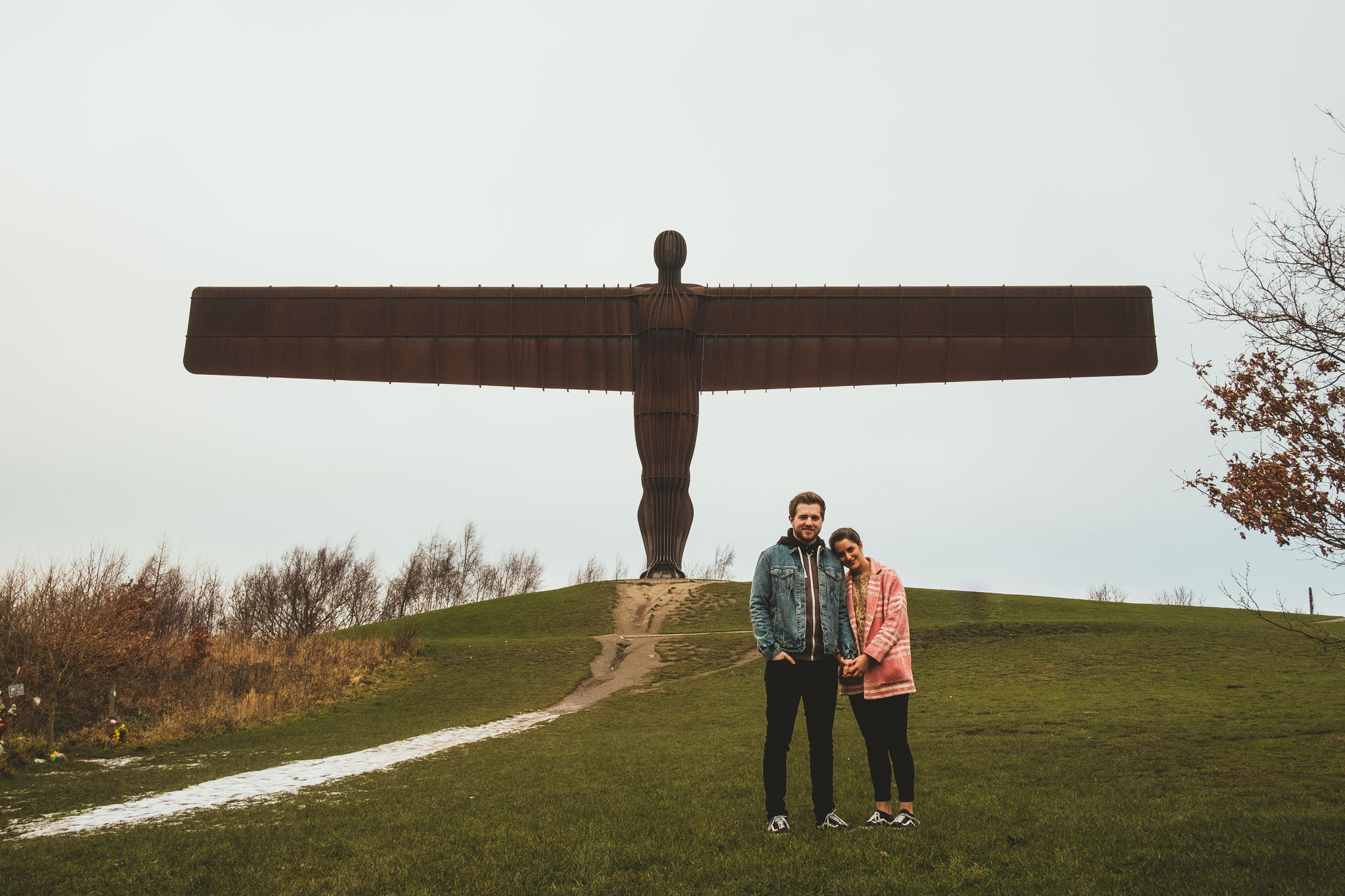 Coulpe cuddle in front of the Angel of the North