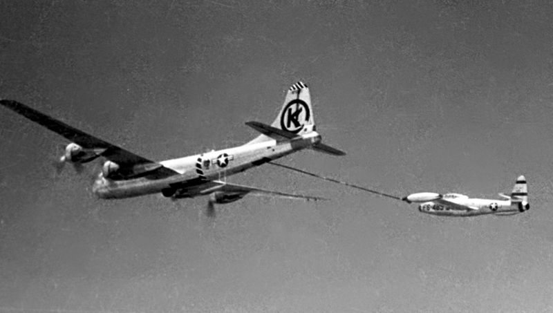 A KB-29 refueling an F-84E over Korea. F-84Es could only refuel the wingtip tanks separately.