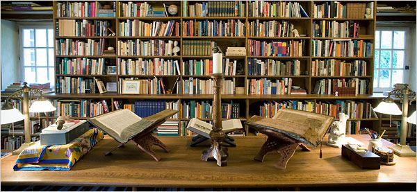 Pequeña parte de la biblioteca de Alberto Manguel en el Sur del Valle del Loire. (Pinterest)