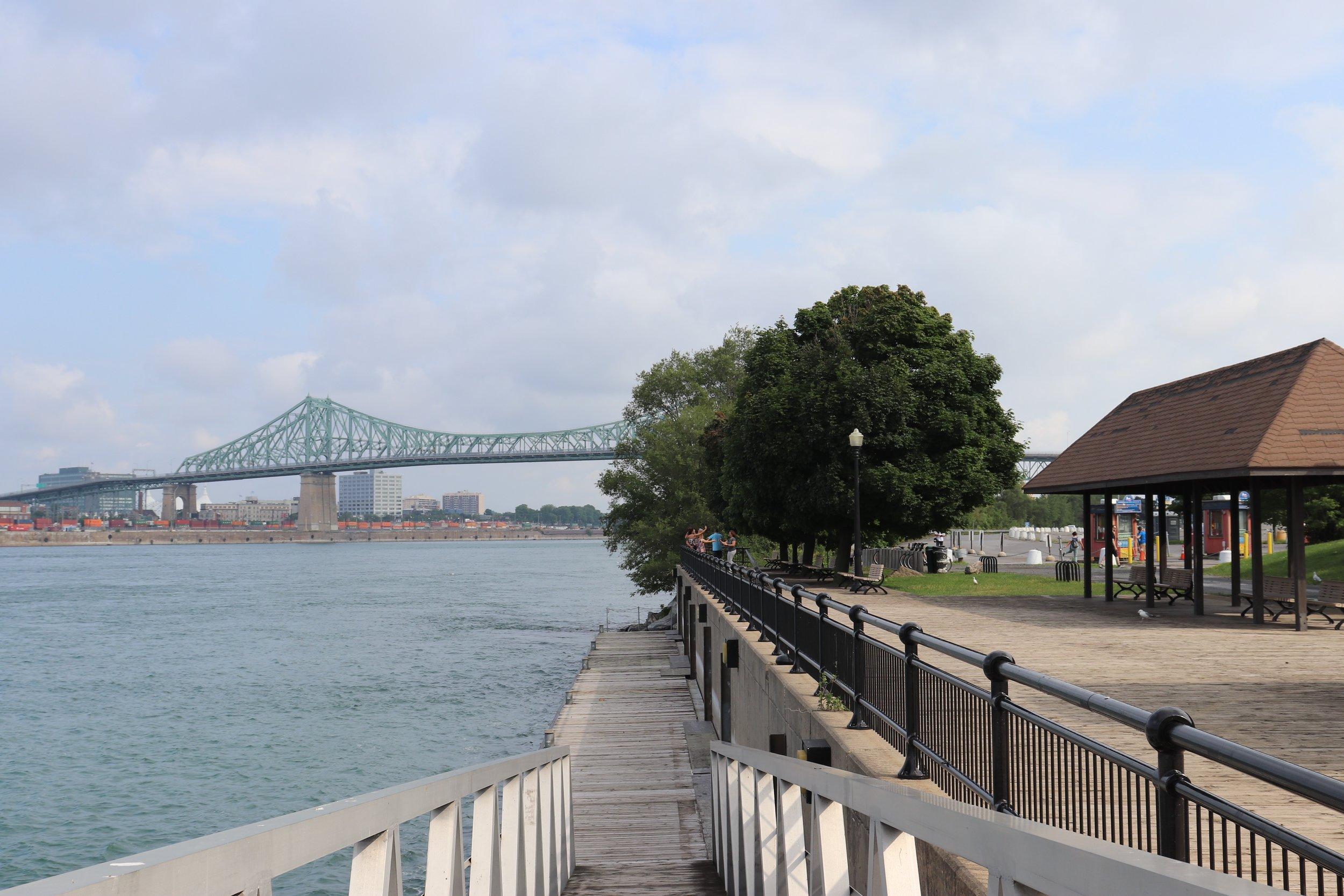 Le quai de la navette fluviale