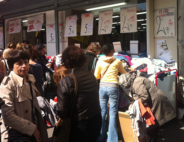 Second-hand shopping in Montmarte