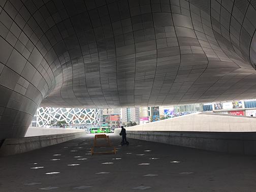 Dongdaemun Design Plaza (©Deborah Clague/Oblada.com)