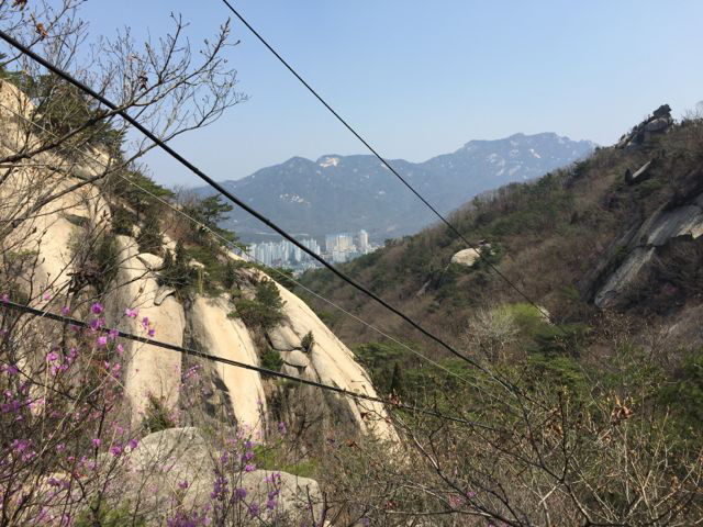 View from the half-way point on Mangwolsa Trail; Seoul down below (©Deborah Clague/Oblada.com)