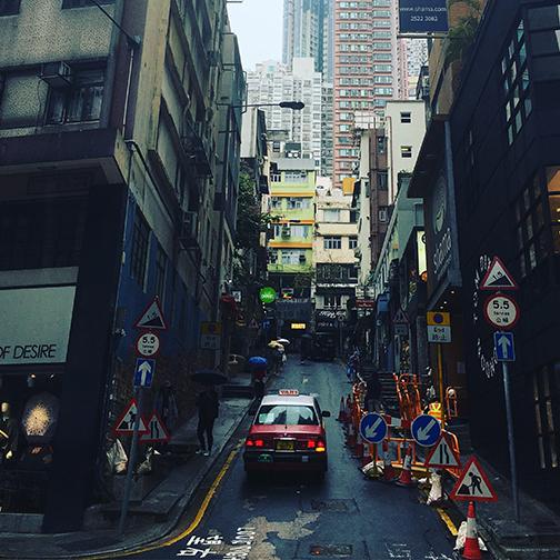 Back alleys of Central district (©Deborah Clague, 2018).