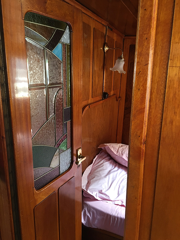 Second bedroom on the Bateau de Johanna de Paris (©Deborah Clague, 2019).