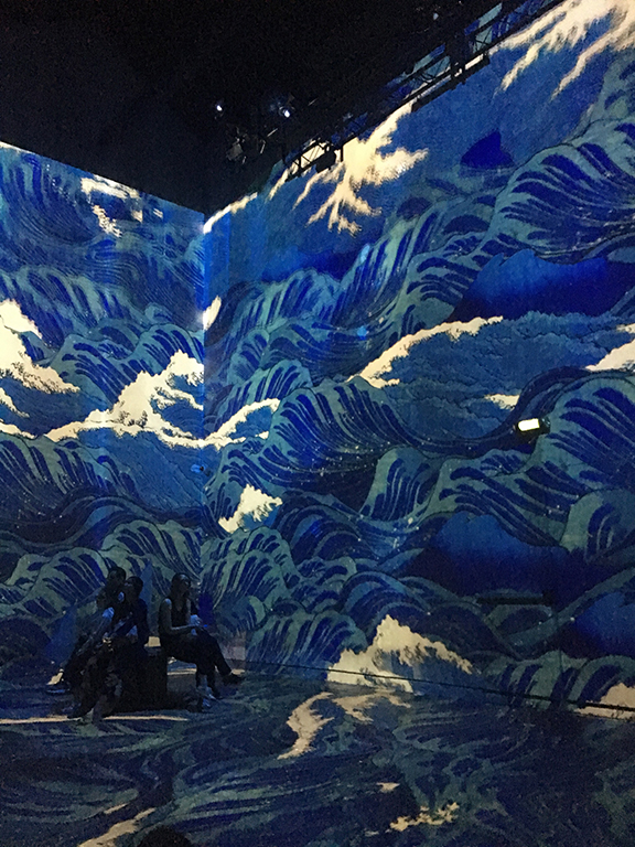 The absolutely AMAZING La Nuit Étoilée exhibit at Atelier des Lumières in Paris (©Deborah Clague, 2019).