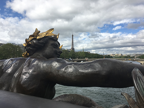 Pont de l'Alma, Paris (©Deborah Clague, 2019).