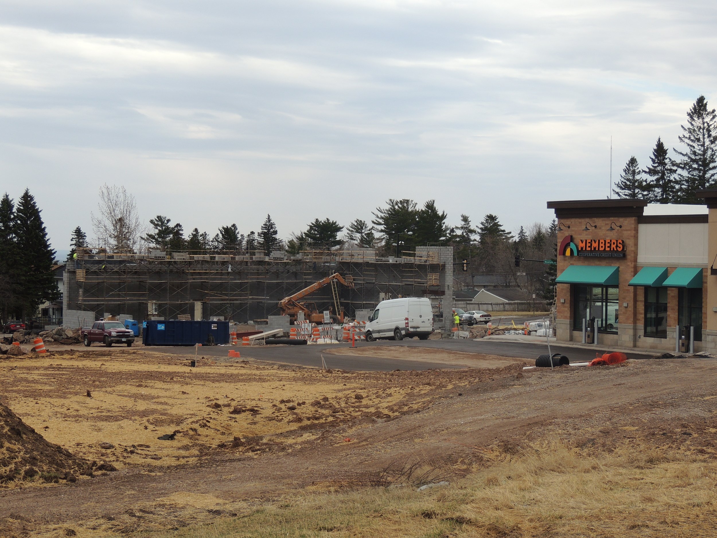 Work continues at the Shops at BlueStone. The building under construction will include a Pizza Hut | Wing Street location along with additional tenant.