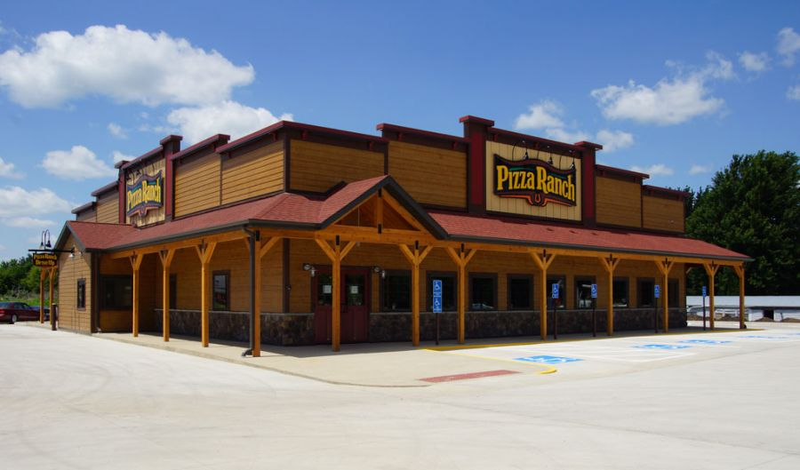 Exterior of a typical Pizza Ranch location  |  SIPA
