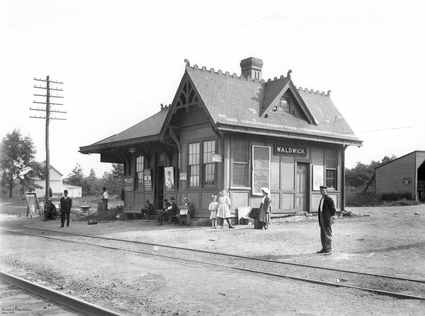 STATION_1903_bw.jpg