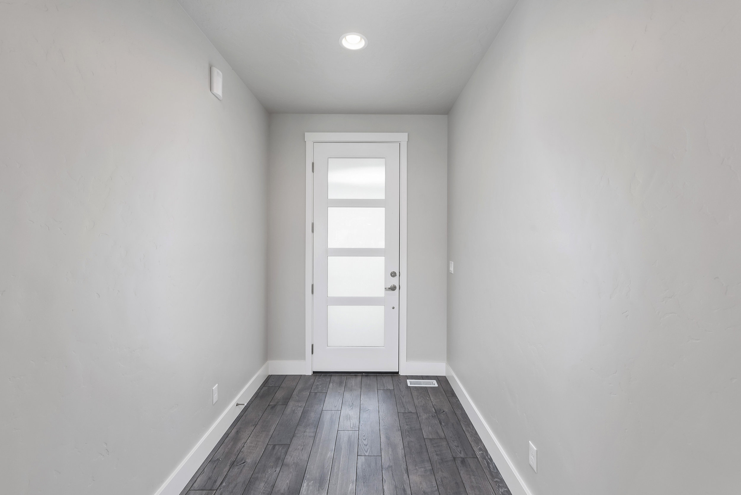 05-Interior Entrance.jpg