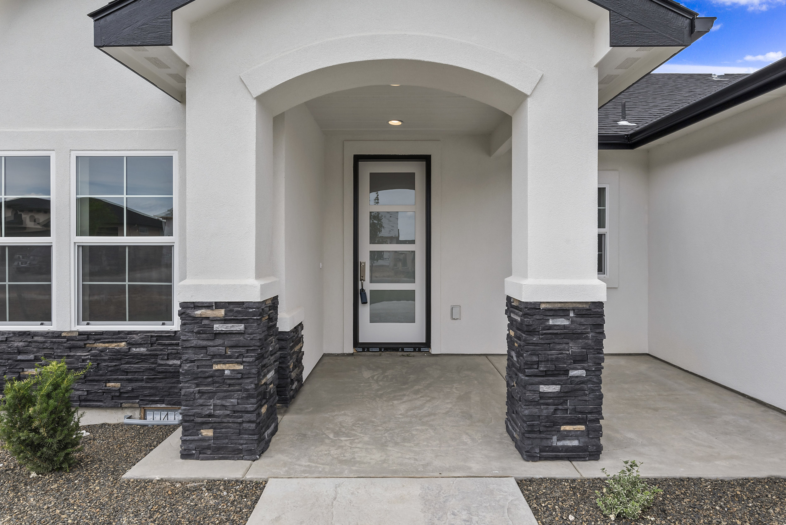 04-Front of Home.jpg