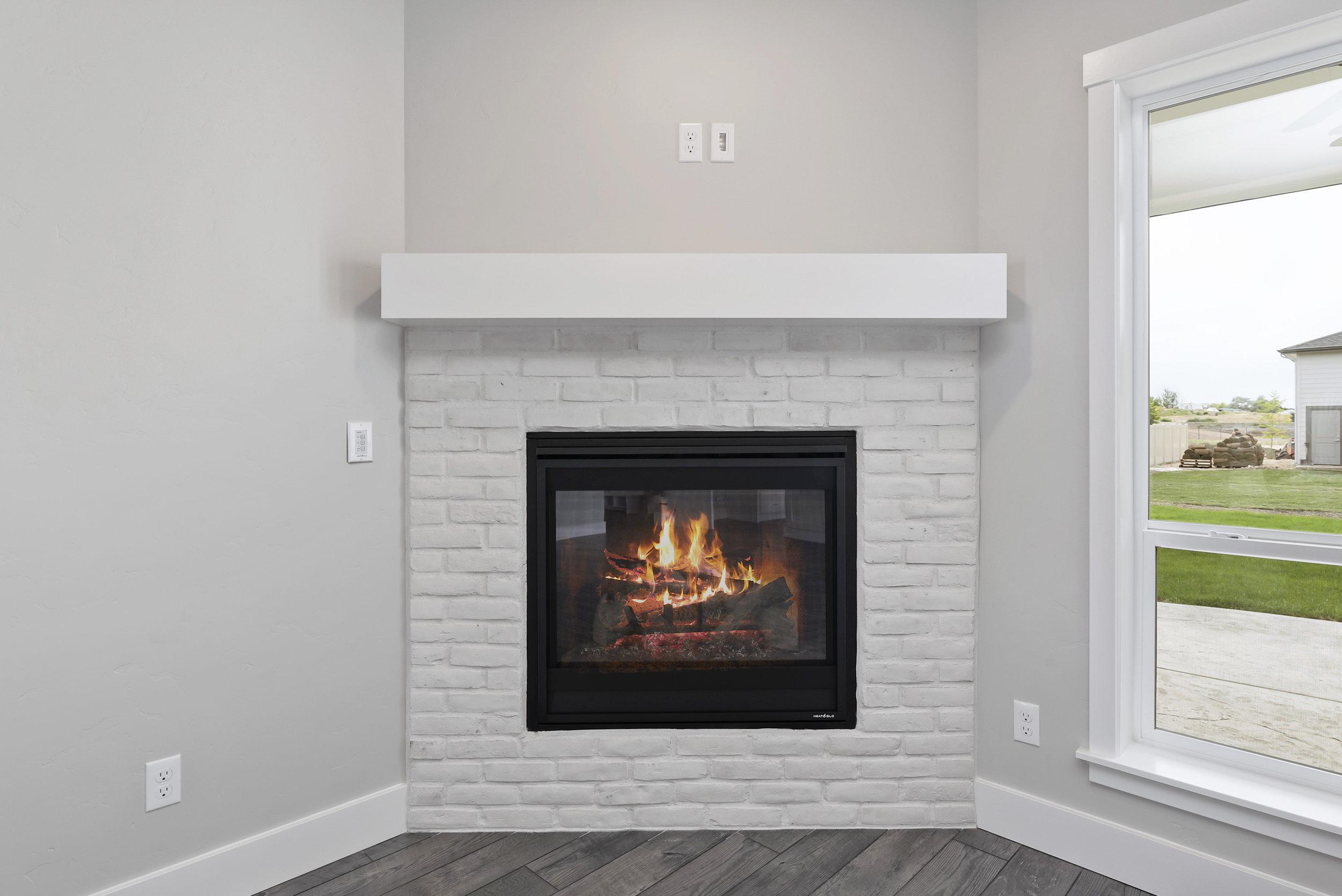 10-Fireplace.jpg