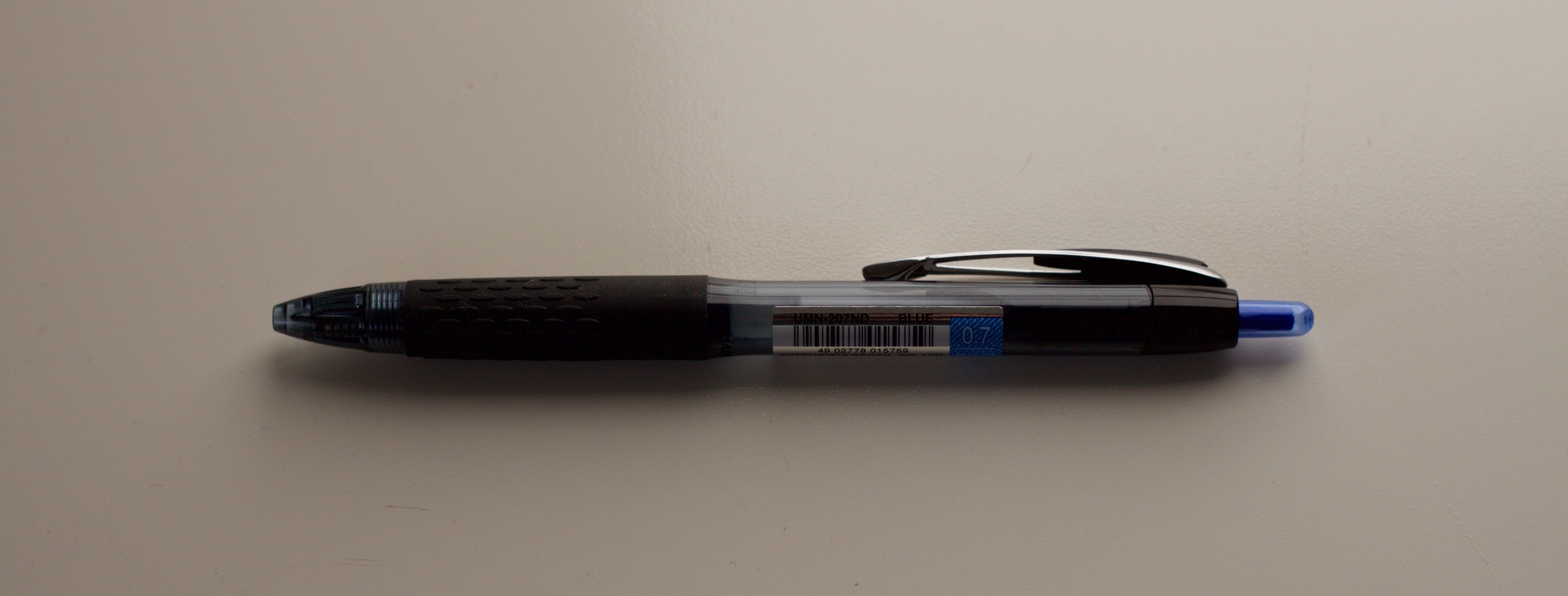 The sleek black 207 pen barrel