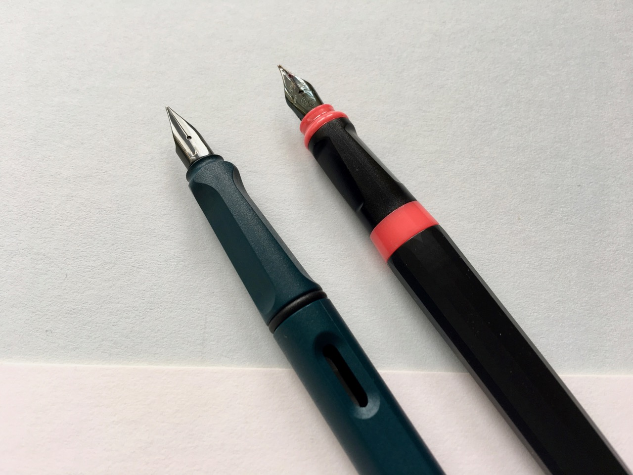A comparison shot of the Lamy Safri grip section and the Kaweco Perkeo grip.