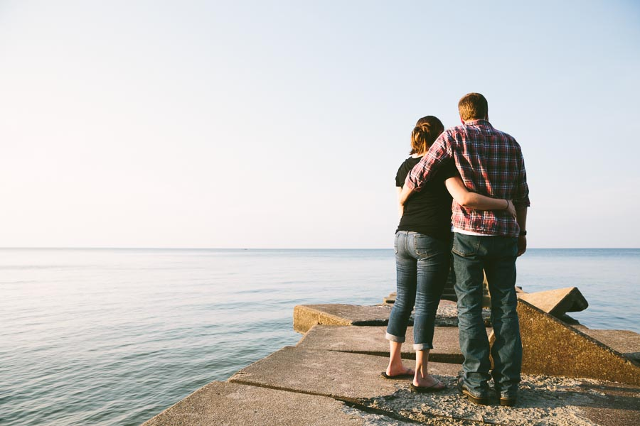 cleveland-oh-engagement-photgraphy-edgewater-park-lake-erie-kim-mike-7.jpg