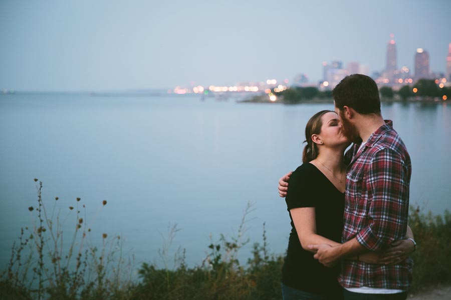 cleveland-oh-engagement-photgraphy-edgewater-park-lake-erie-kim-mike-41.jpg