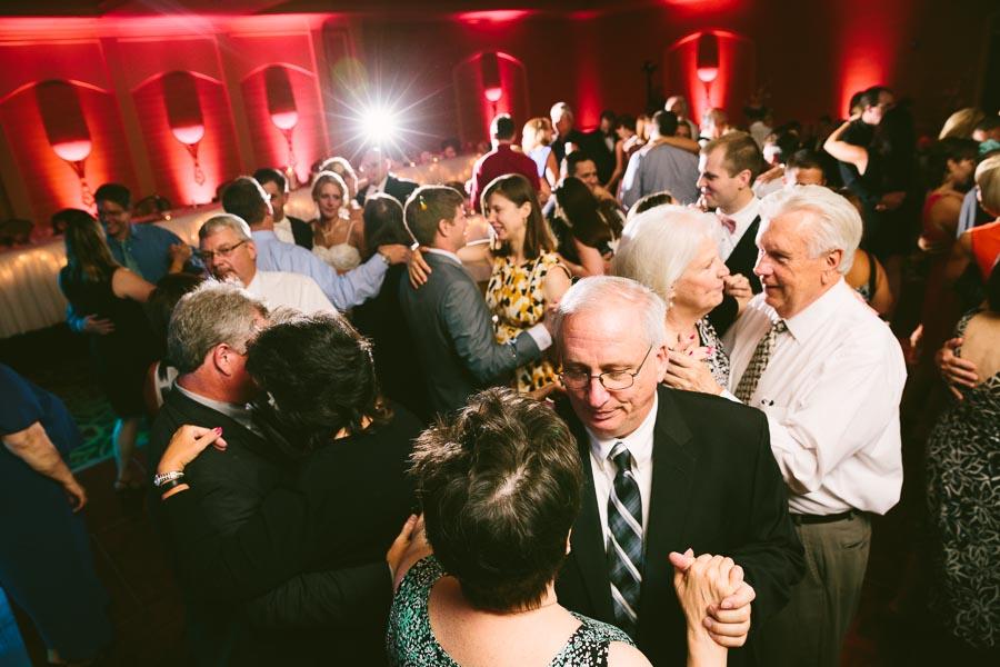 cleveland-ohio-wedding-photography-holiday-inn-rockside-independence-27.jpg