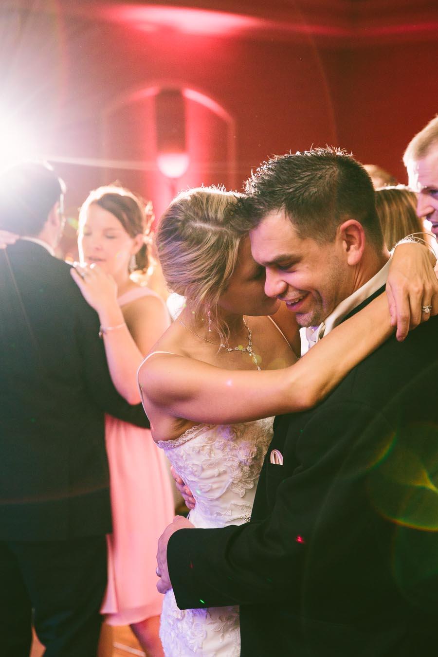 cleveland-ohio-wedding-photography-holiday-inn-rockside-independence-30.jpg