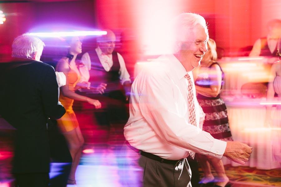 cleveland-ohio-wedding-photography-holiday-inn-rockside-independence-28.jpg