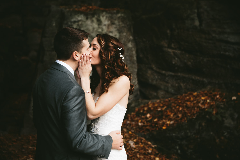 cleveland-wedding-photographers-cuyahoga-valley-national-park-happy-days-lodge-50.jpg