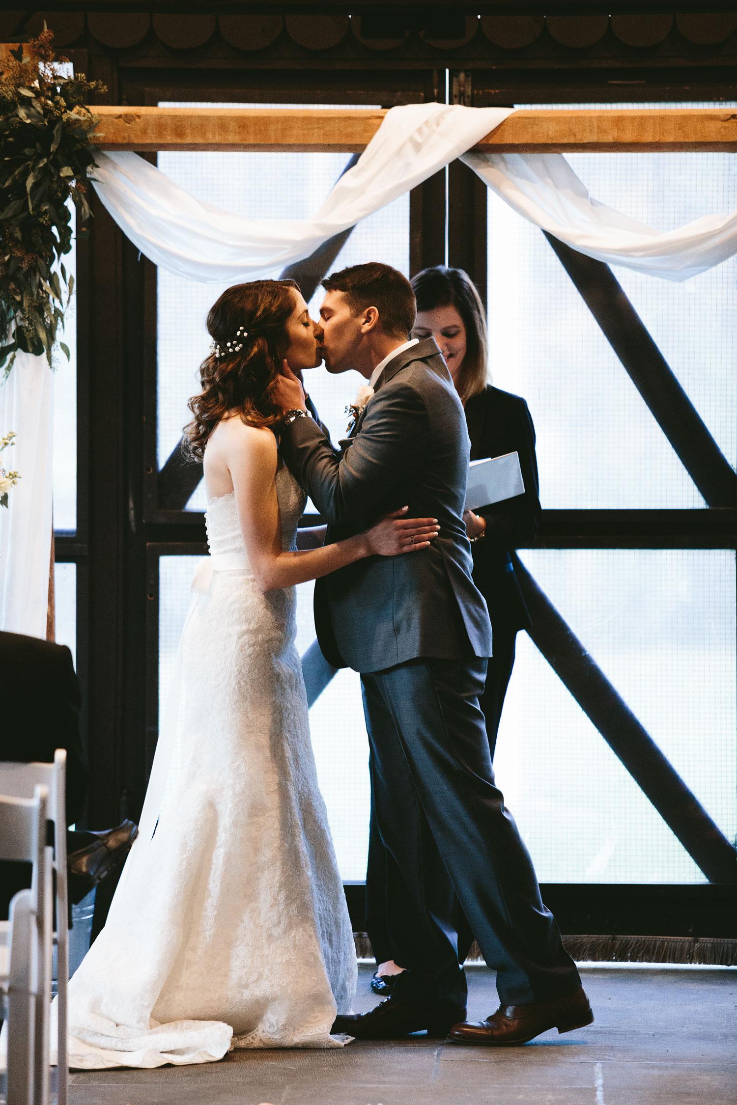 cleveland-wedding-photographers-cuyahoga-valley-national-park-happy-days-lodge-84.jpg