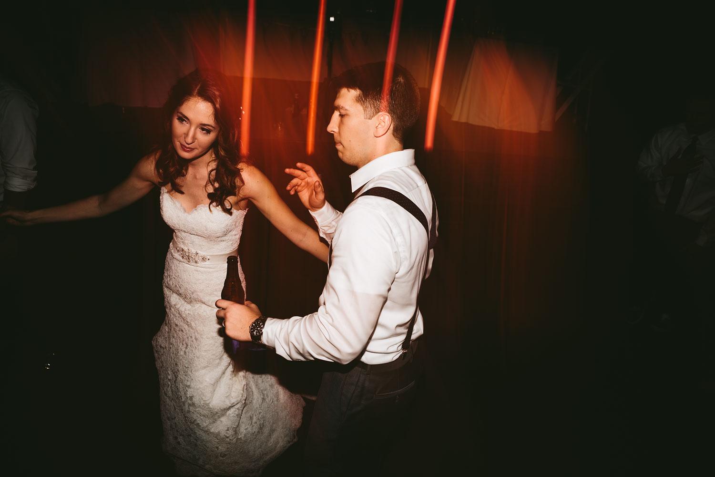 cleveland-wedding-photographers-cuyahoga-valley-national-park-happy-days-lodge-106.jpg