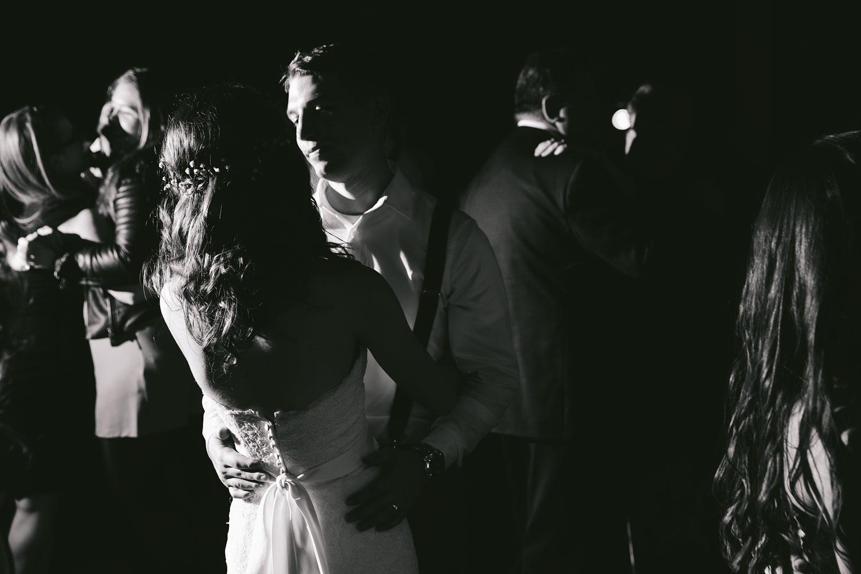 cleveland-wedding-photographers-cuyahoga-valley-national-park-happy-days-lodge-113.jpg