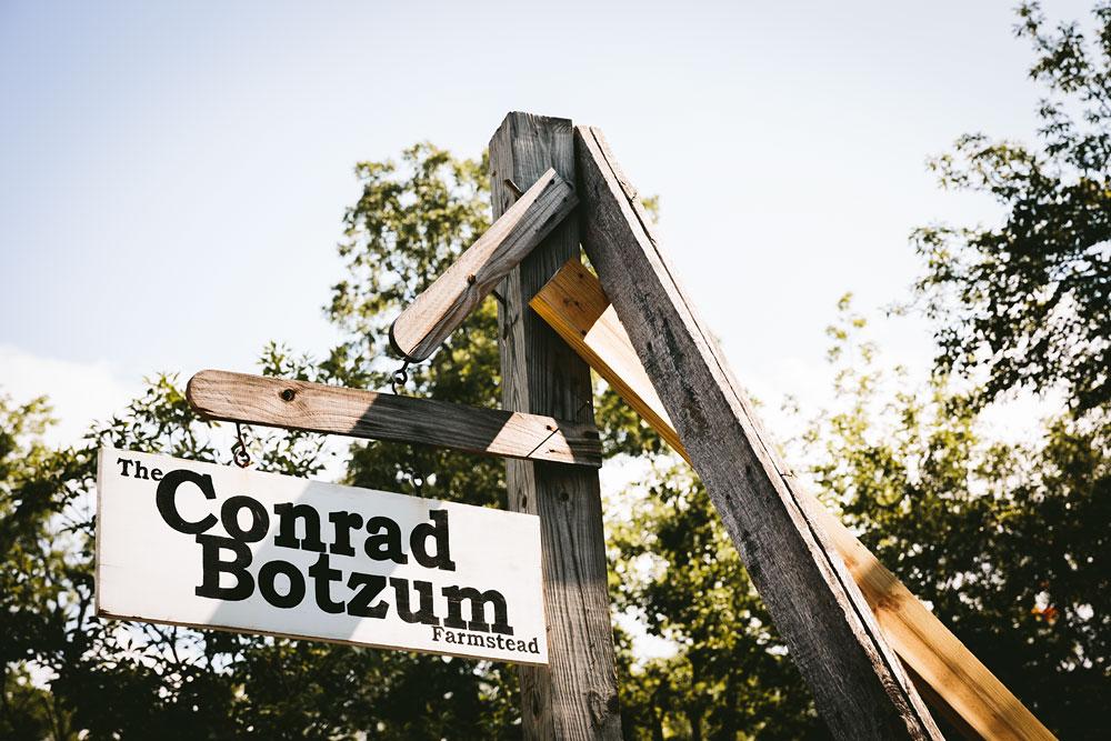 cleveland-wedding-photographers-conrad-botzum-farmstead-akron-ohio-vintage-photojournalistic-photography-29.jpg
