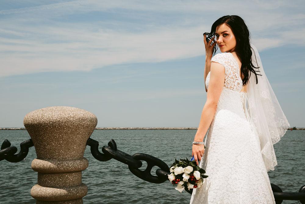 modern-cleveland-wedding-photographers-photojournalistic-4.jpg