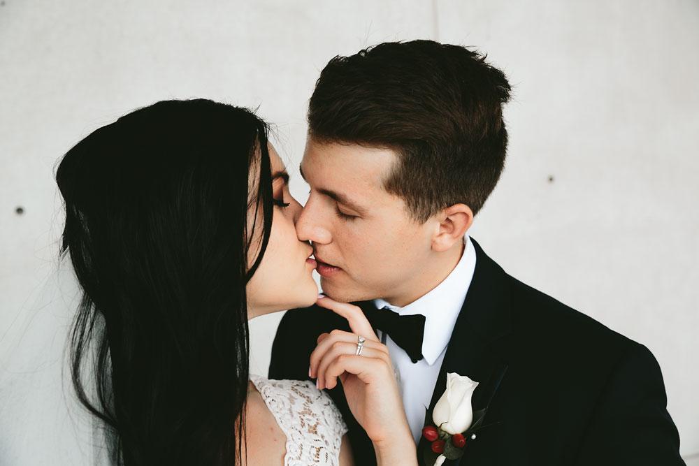 modern-cleveland-wedding-photographers-photojournalistic-13.jpg