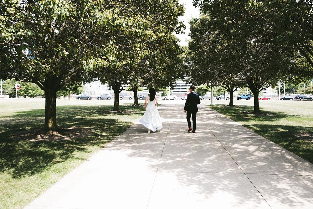 modern-cleveland-wedding-photographers-photojournalistic-26.jpg