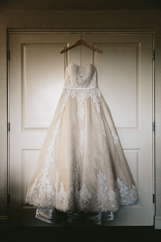 cleveland-wedding-photographers-conrad-botzum-farmstead-akron-ohio-vintage-photojournalistic-photography-10.jpg