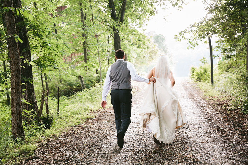 cleveland-wedding-photographers-conrad-botzum-farmstead-akron-ohio-vintage-photojournalistic-photography-37.jpg