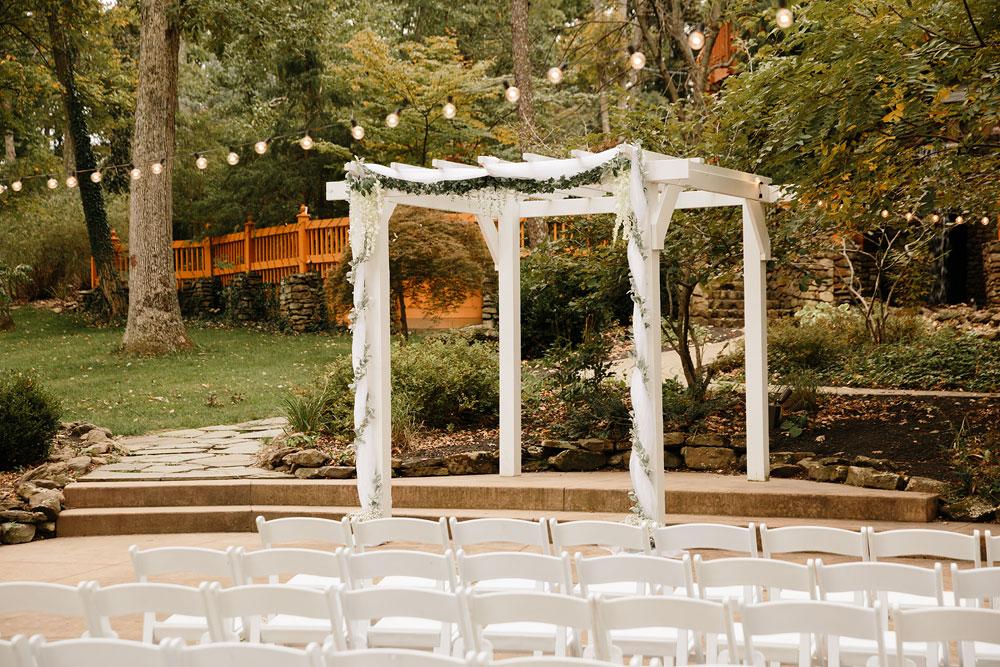 columbus-ohio-wedding-photographers-landolls-mohican-castle-central-ohio-fall-outdoor-wedding-9.jpg
