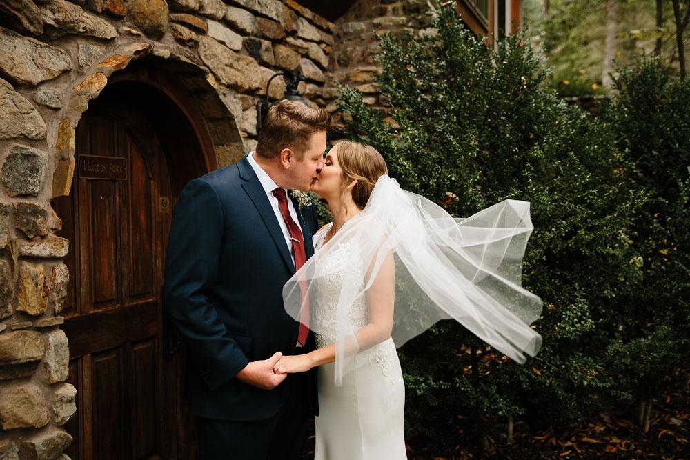 columbus-ohio-wedding-photographers-landolls-mohican-castle-central-ohio-fall-outdoor-wedding-96.jpg