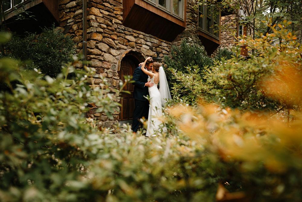 columbus-ohio-wedding-photographers-landolls-mohican-castle-central-ohio-fall-outdoor-wedding-98.jpg