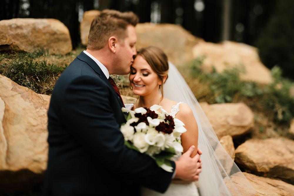 columbus-ohio-wedding-photographers-landolls-mohican-castle-central-ohio-fall-outdoor-wedding-104.jpg