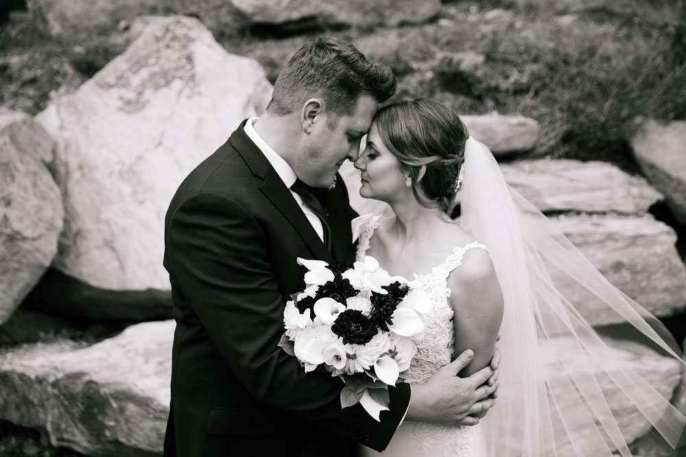 columbus-ohio-wedding-photographers-landolls-mohican-castle-central-ohio-fall-outdoor-wedding-105.jpg