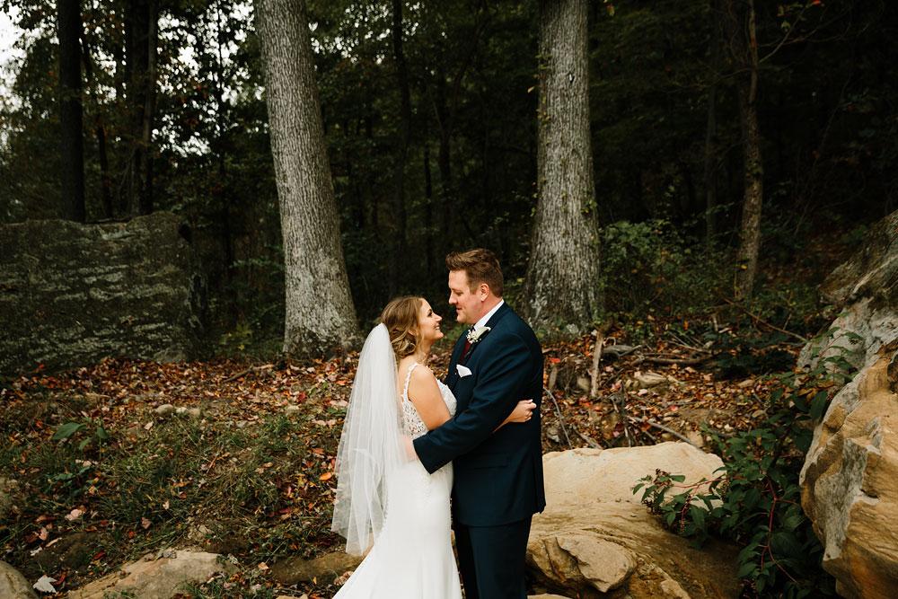 columbus-ohio-wedding-photographers-landolls-mohican-castle-central-ohio-fall-outdoor-wedding-107.jpg