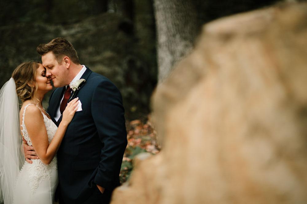 columbus-ohio-wedding-photographers-landolls-mohican-castle-central-ohio-fall-outdoor-wedding-109.jpg