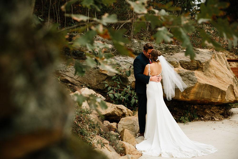 columbus-ohio-wedding-photographers-landolls-mohican-castle-central-ohio-fall-outdoor-wedding-113.jpg
