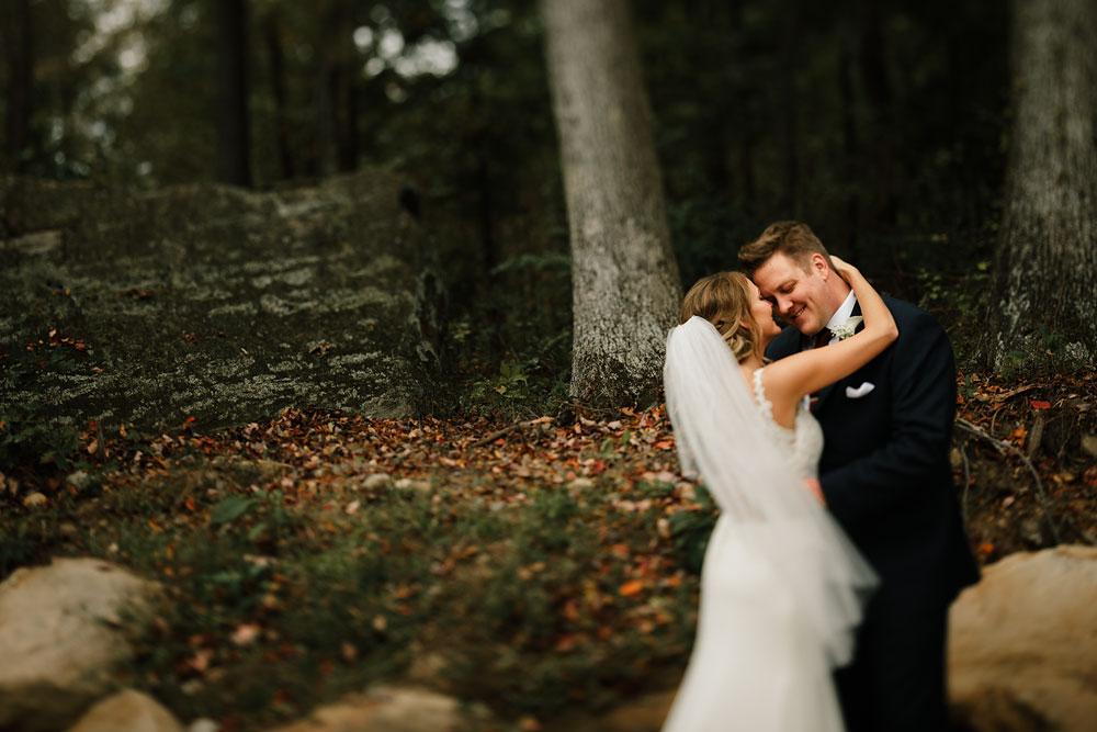 columbus-ohio-wedding-photographers-landolls-mohican-castle-central-ohio-fall-outdoor-wedding-114.jpg