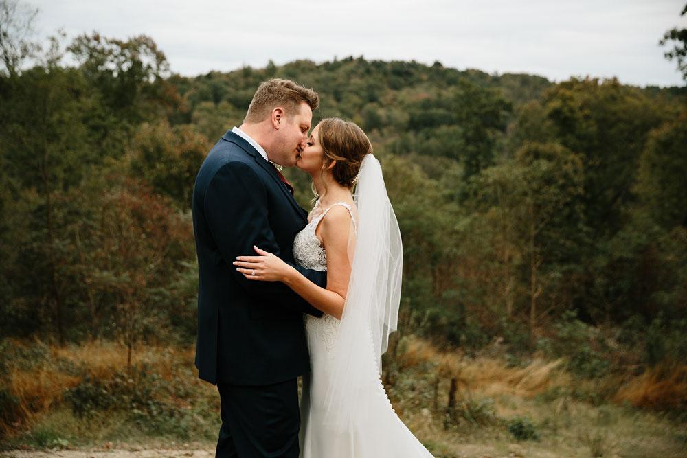 columbus-ohio-wedding-photographers-landolls-mohican-castle-central-ohio-fall-outdoor-wedding-119.jpg