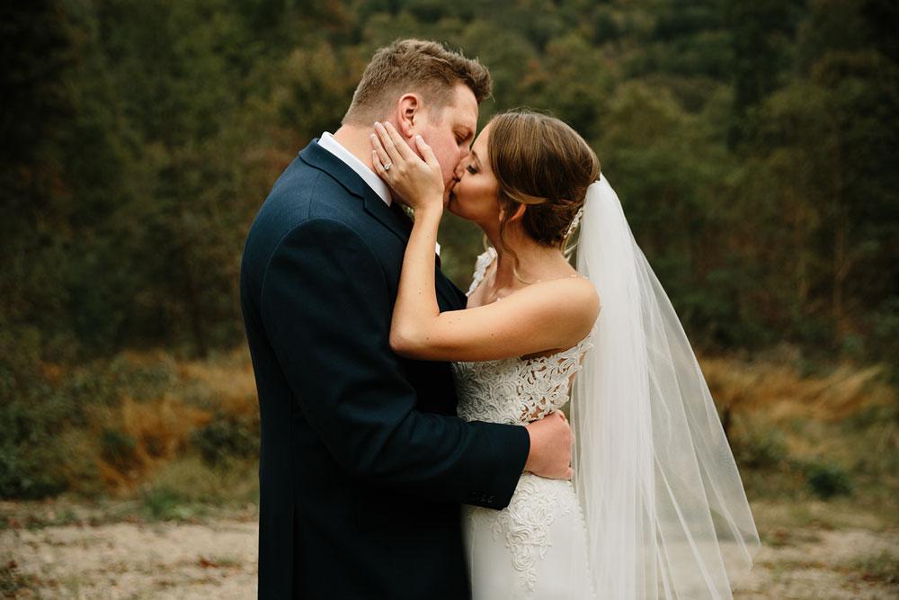 columbus-ohio-wedding-photographers-landolls-mohican-castle-central-ohio-fall-outdoor-wedding-121.jpg