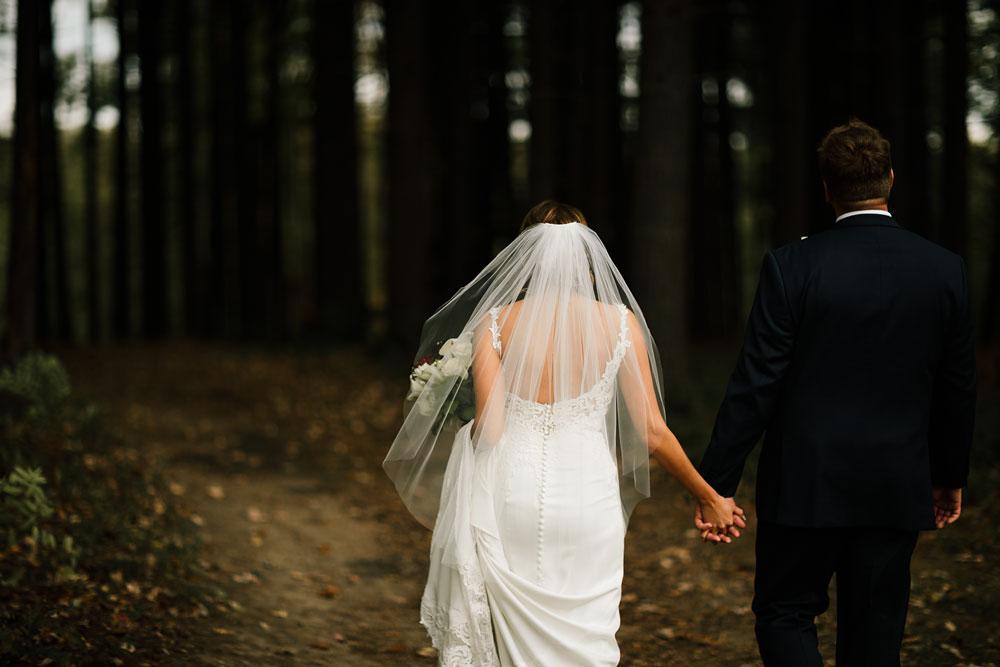 columbus-ohio-wedding-photographers-landolls-mohican-castle-central-ohio-fall-outdoor-wedding-125.jpg