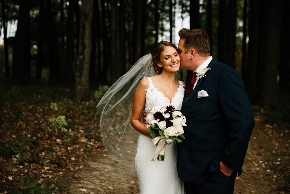 columbus-ohio-wedding-photographers-landolls-mohican-castle-central-ohio-fall-outdoor-wedding-131.jpg