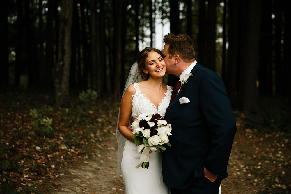 columbus-ohio-wedding-photographers-landolls-mohican-castle-central-ohio-fall-outdoor-wedding-133.jpg