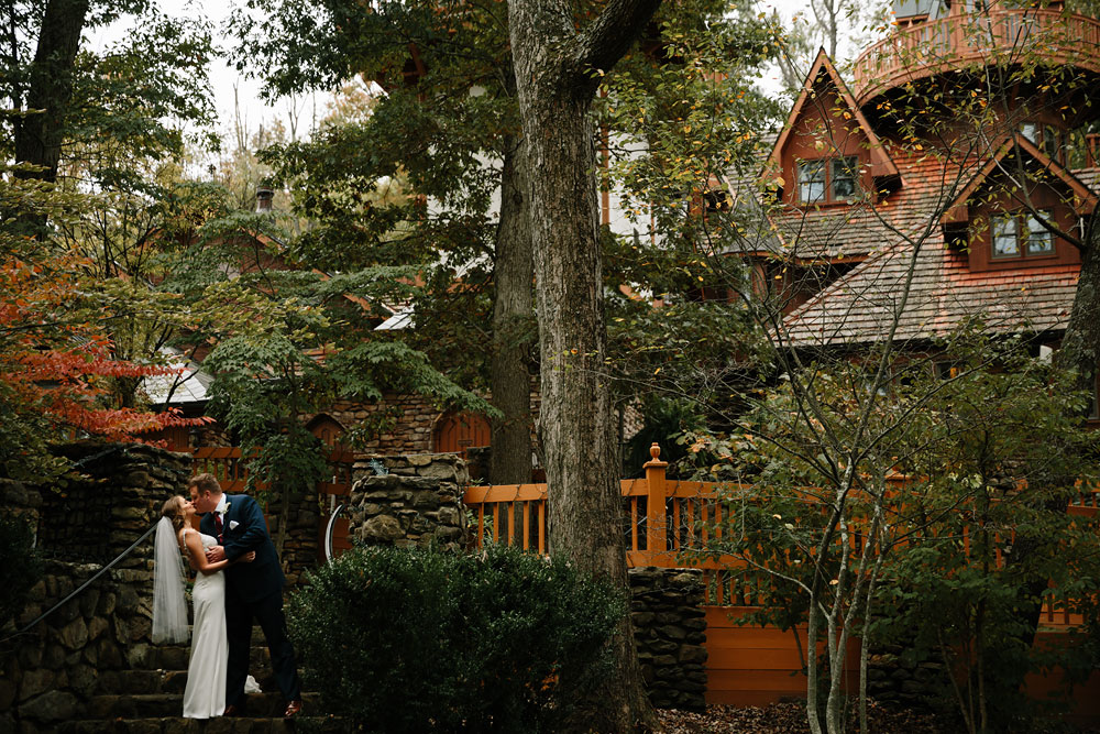 columbus-ohio-wedding-photographers-landolls-mohican-castle-central-ohio-fall-outdoor-wedding-138.jpg